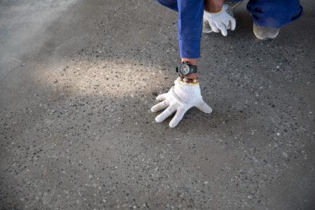 付加価値の提供を実現<br /> 塗床工事だけでなく、既存床の調査診断とメンテナンスにも対応
