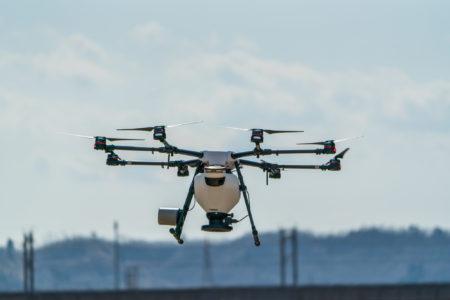 空からの調査。ドローンで空撮、大型倉庫の屋根調査診断。